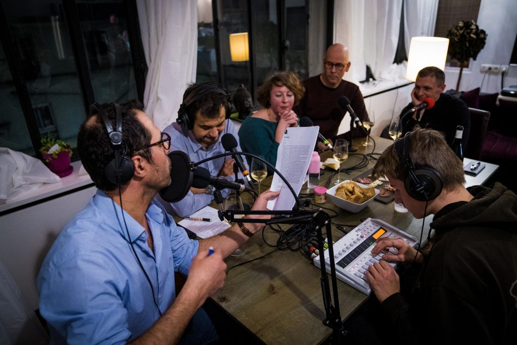 Photo de Jacques, ingénieur son, pendant le tournage du podcast.